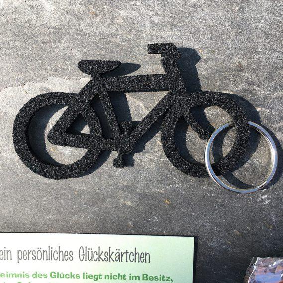Schwarzer Filzschlüsselanhänger