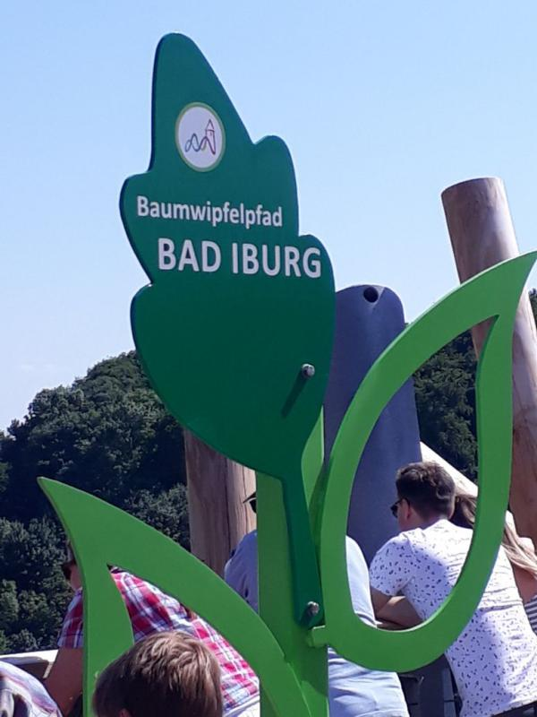 Schild Baumwipfelpfad Bad Iburg, LaGa 2018, Ausflugsziel, für Gartenfreunde, Gartenlust, Draussenzeit, Über den Bäumen wandeln, Sommer