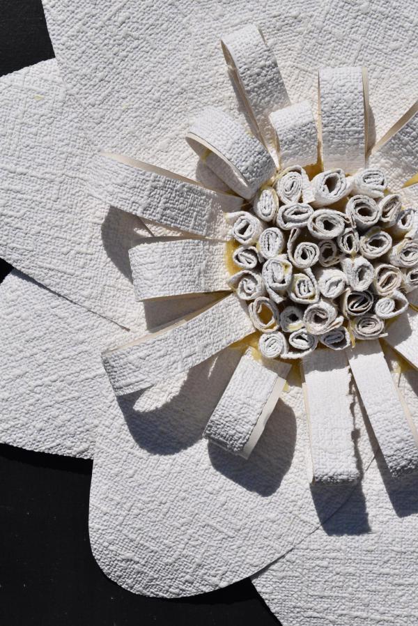 DIY, Tapetenblume, selbstgemacht, Dekoration, Gartenzeit, Draussensaison, Blumenliebe, Hochzeit, Feierlaune