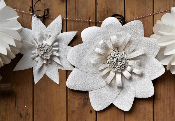 DIY, Living at Home, inspiriert, gesehen und individualisiert, selbstgemacht, Feierlaune, Hochzeit, Gartenzeit, Draussenzeit, Blumengirlande, Papierliebe