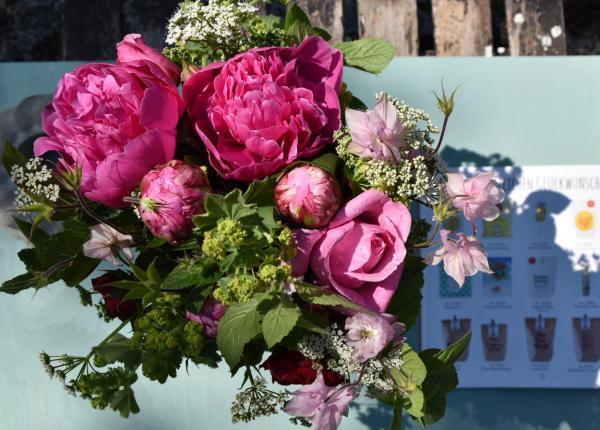 Blumenstrauß, Pfingstrosen, Wunderle Katalog, Herzlichen Glückwunsch, Feierlaune, Geburtstagsparty