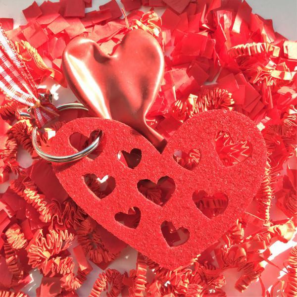 Herzschlüsselanhänger, Muttertag, Herzballon, Konfetti, kleine Liebesbeweise, Muttertag, Muttertagsgeschenke, kleine Wunder, gefertigt in Werkstätten für behinderte Menschen, Geschenke mit emotionalem Mehrwert