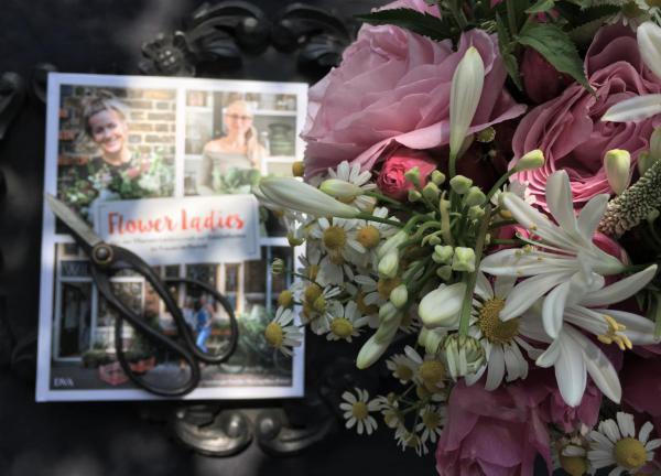 Flower Ladies, Blumenliebe, Gartenstrauß, Schere, Sonntagshöhepunkte, Sonntagsvergnügen, Blumen helfen immer