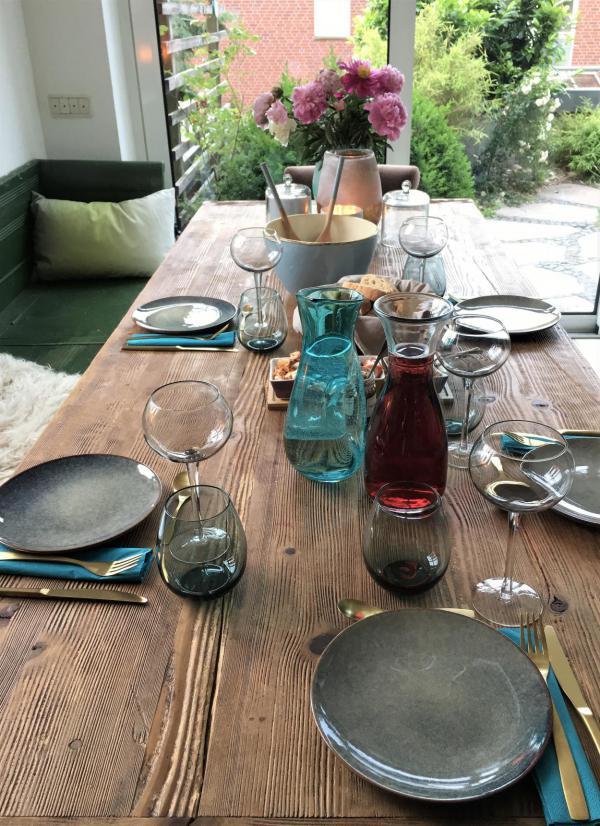 gedeckter Tisch, Gäste willkommen, eingeladen, Geselligkeit, zusammen essen, Tablesetting