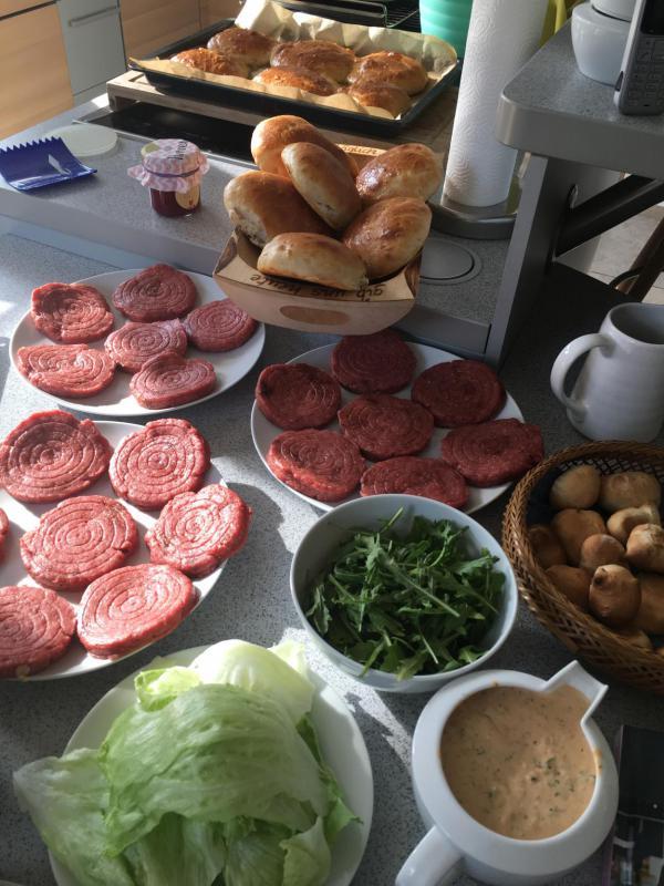 Burgerzutaten, lecker, selbstgemachte Burger von A-Z, lecker, Vorbereitung, Zutaten