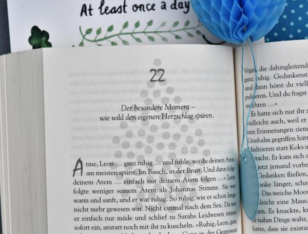 Aufgeschlagenes Buch, Buchtipp, Lesestoff, Leselust, Achtsamleit