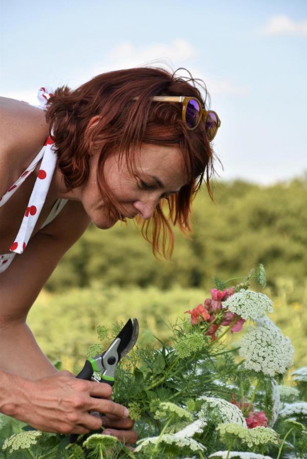 Blumenpflückerin, Selfie, It´s me, Heike beim Blumen schneiden