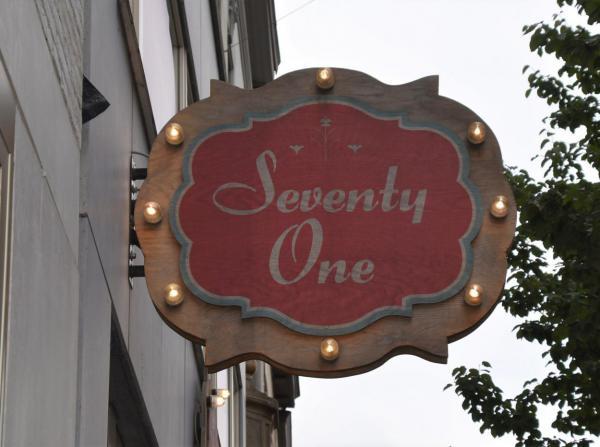 Seventy One, Firmenschild, Logo, nice shop