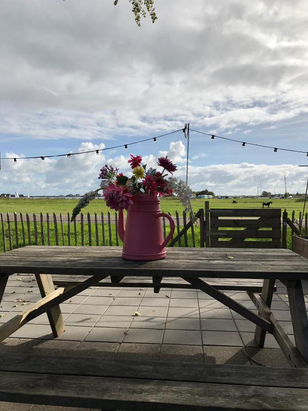 Blumen, Tischdeko, Pause, Cafe in Holland, Einkehr, Auszeit