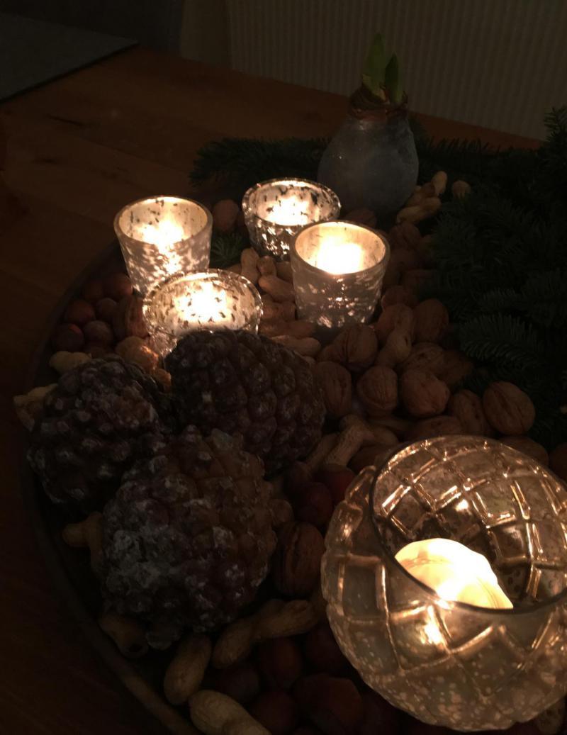 Kerzen, Kerzenschein, Advent, Weihnachten, Gemütlichkeit, Nüsse, Weihnachtsstimmung