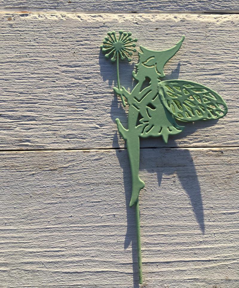 Wunderle, Detail, Elfenstecker, Blumenstecker, grüne Blechelfe mit Pusteblume, Frühling, Sommer, blühende Jahreszeit