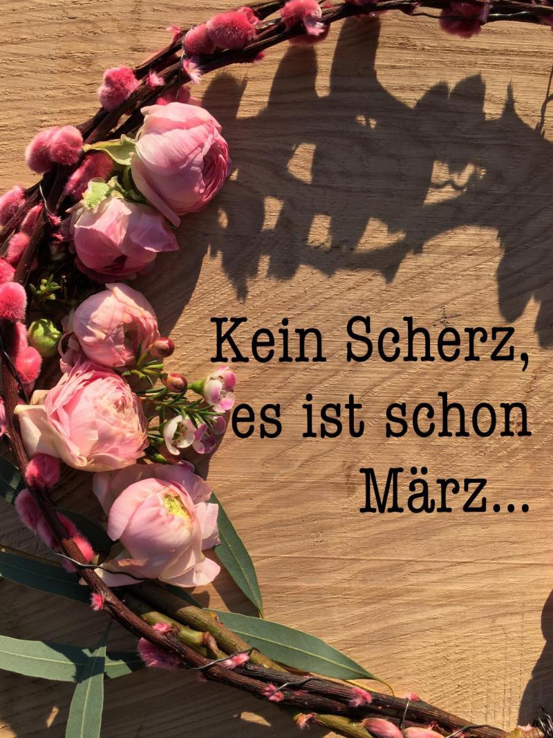 Textbild, Kein Scherz, März, Frühling, Blumenkranz