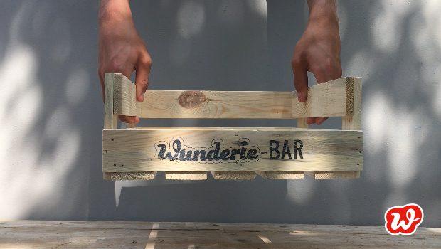 Wunderle-Bar, Holzdisplay, Präsentation, Neuheit, gefertigt in Werkstätten für Menschen mit Behinderung