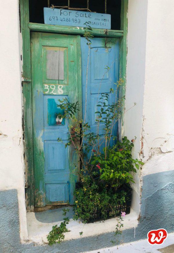 Griechische Tür, blau-grüne Tür mit Patina, zu verkaufen, Urlaub, Summervibes, Paradies