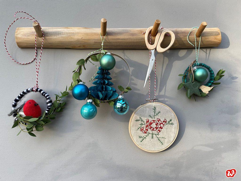 Wunderle DIY Weihnachtskränzchen an Holzhakenleiste