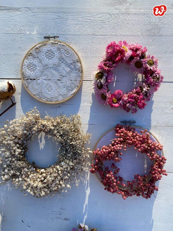 DIY Trockenblumenkränze auf weißem Untergrund