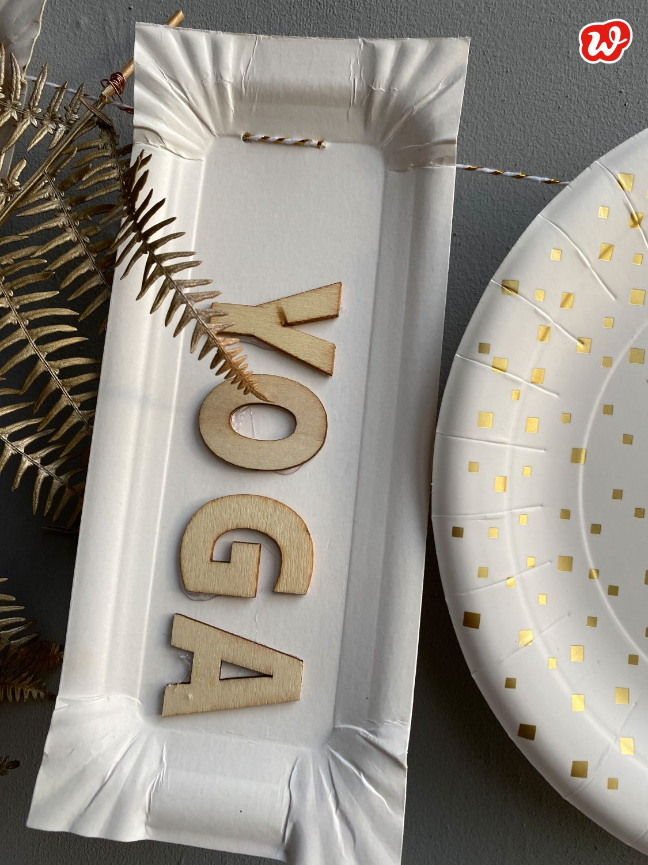 DIY Wurstpappe beklebt mit Holzbuchstaben:YOGA