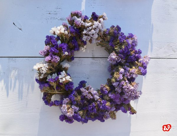 DIY lila Trockenblumenkranz
