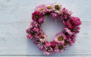 DIY rosa Strohblumenkranz