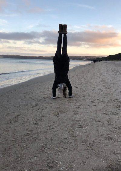 Handstand am Wasser