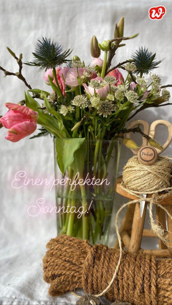 Einen perfekten Sonntag mit Frühlingsblumenstrauß