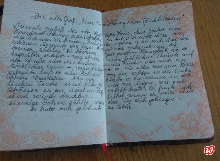 Aufgeschlagenes Buch mit Handchrift
