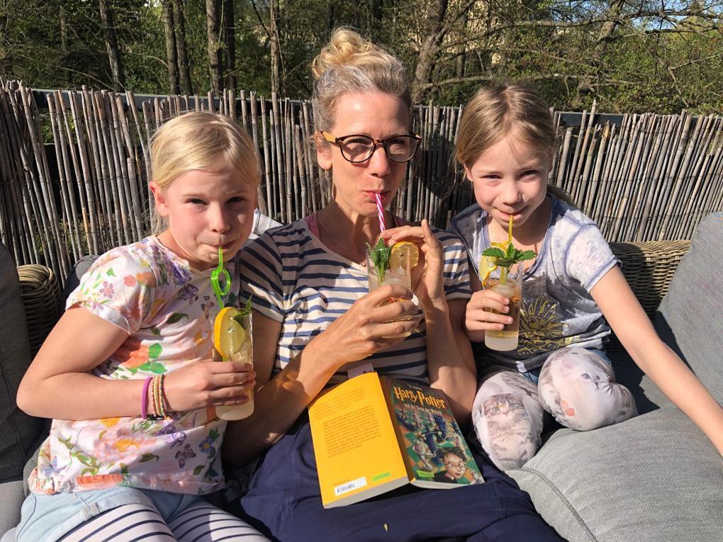 Mama mit 2 Mädchen