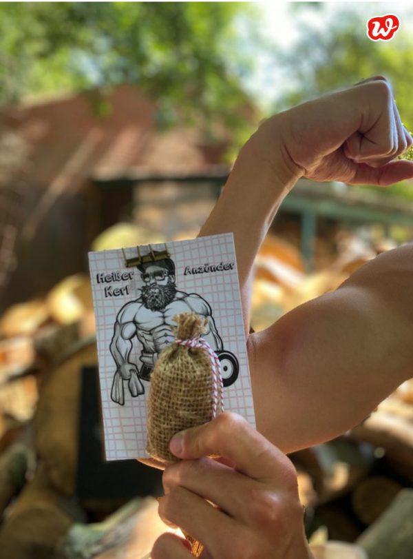 Wunderle Anzünder Sack mit Heißer Kerl Postkarte
