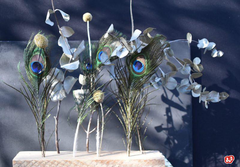 Trockenblumenständer mit Pfauenaugen und Eukalyptus