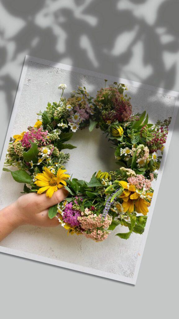 Bunter Sommerblumenkranz